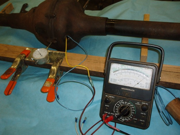 Alligning a T axel with an ohmmeter