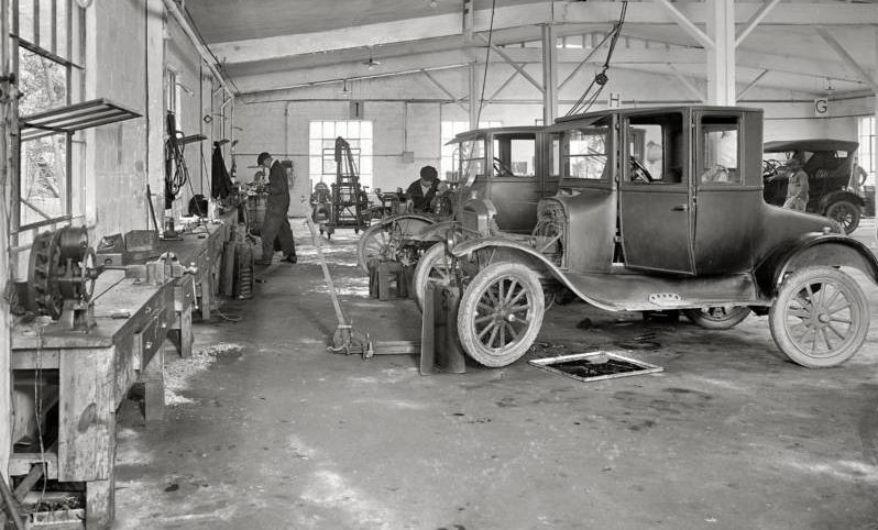 Model T Ford Forum Old Photo Model T S In Repair Shop