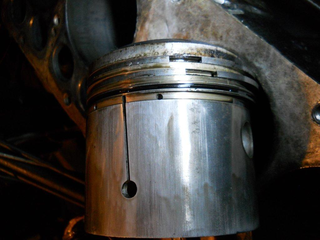 piston light wear.jpg