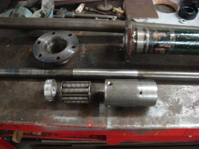 Torque tube centre bearing for TT