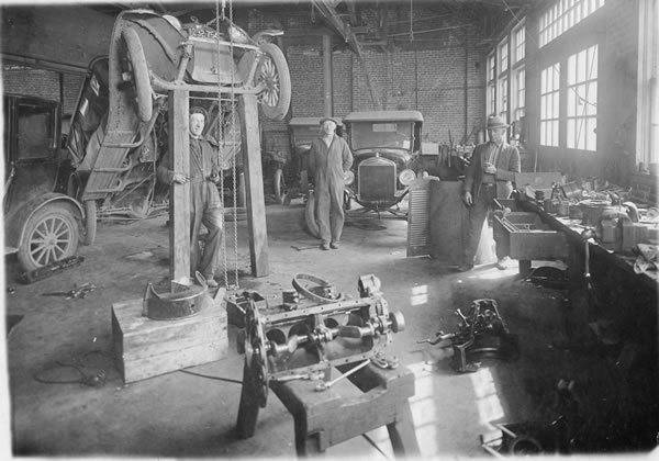 Model t ford forum ot old photo the palace garage for Garage ford saint louis