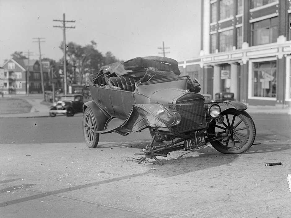 Model T Ford Forum: Historic photos of car crashes and other stuff