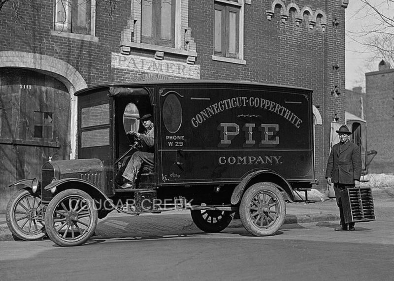 1919 pie truck in 1923 or 35th anniversary. Not as it left the factory as it was modifyed ;-)