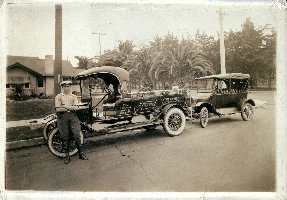 Model T Ford Forum: Old Photo - City Garage FORD Tow Truck On The Job