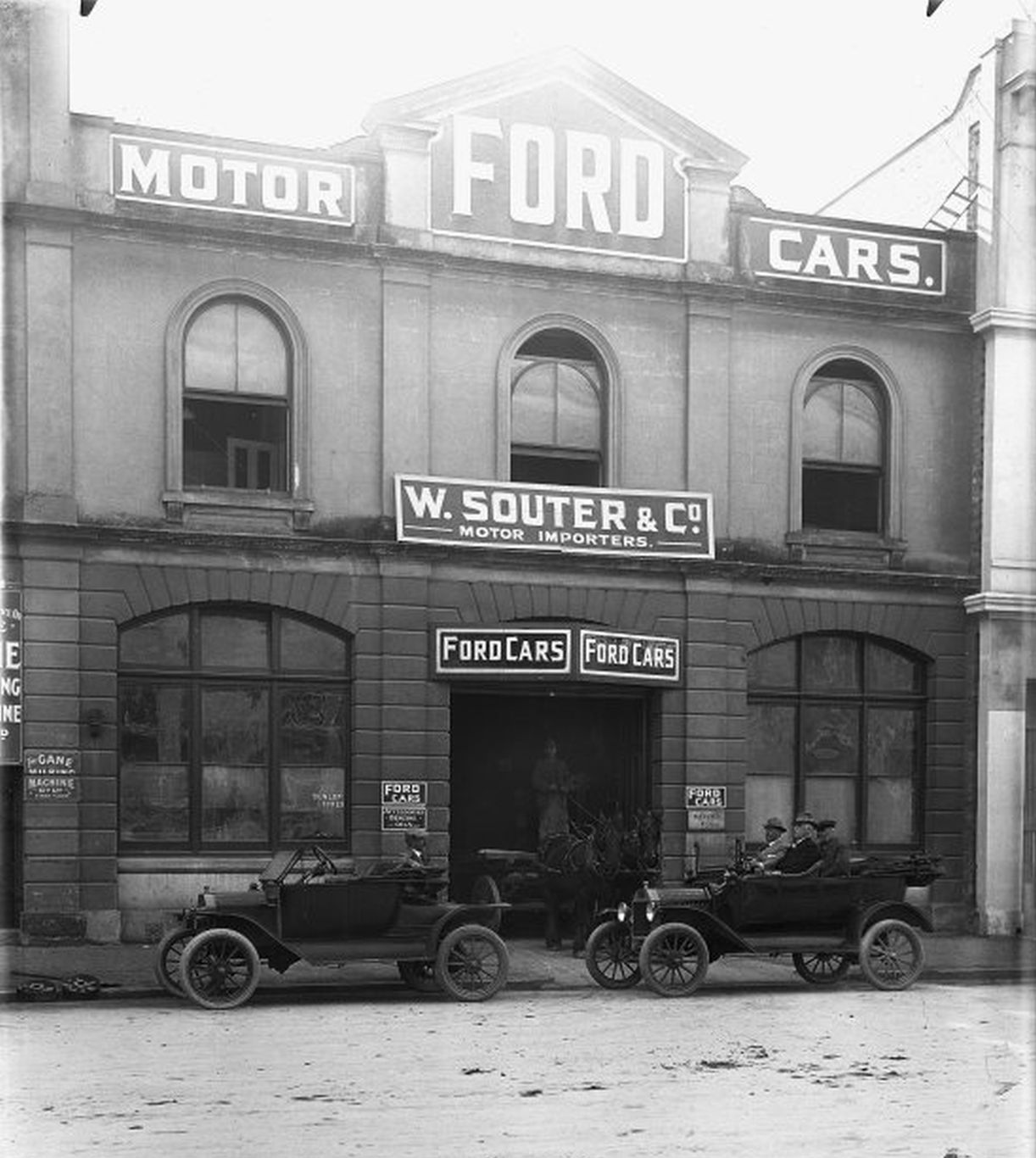 Model T Ford Forum: Old Photo - Brass Era - St Louis Ford Dealership ...