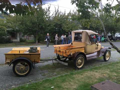 """Model """"T"""" Roadster Pick-up with Trailer"""