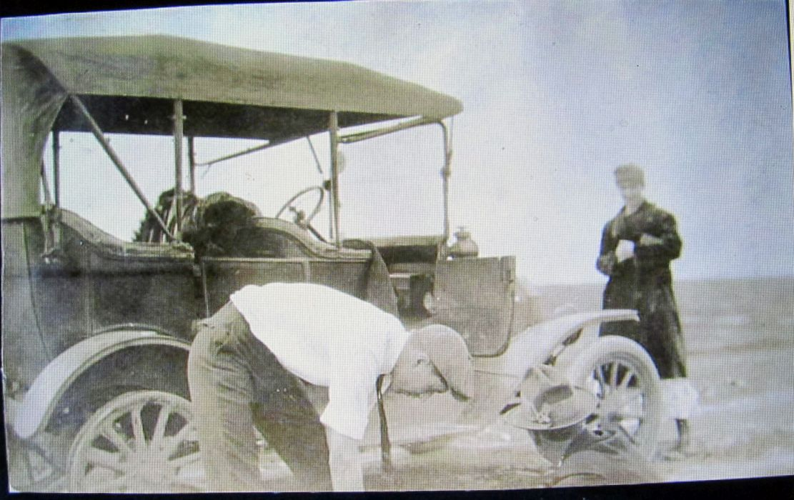 Model T Ford Forum: Old Photo -Tire Trouble On The Road To Coalinga Ca.
