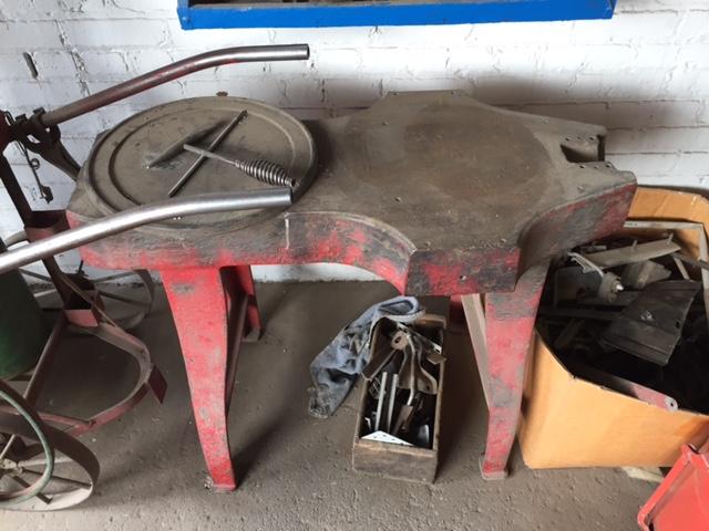 Anvil/welding table