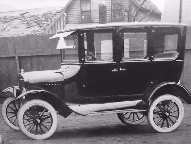 Walkerton Manufacture Photo 1924 Fordor