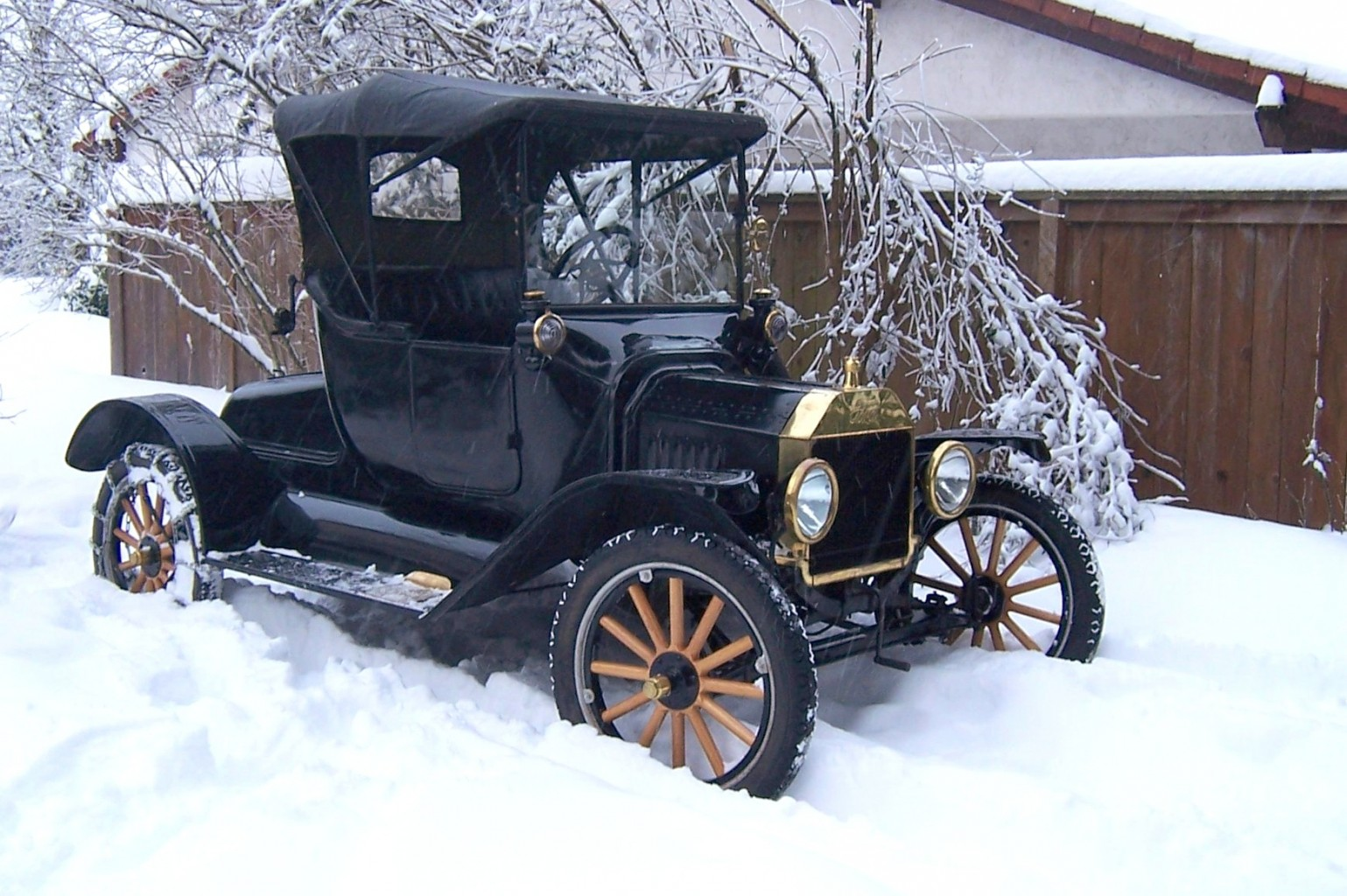 1915 in snow in driveway 2008